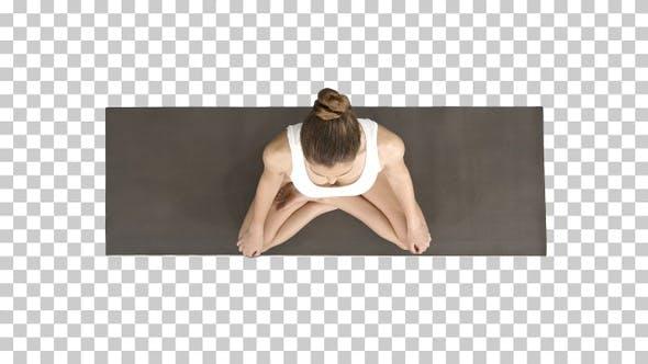 Thumbnail for Junge sportliche Frau Üben Yoga Sitzen in Lotus Pose Und