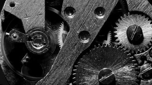Uhrenmechanismus Makroschleife.Alte Vintage-Uhr-Mechanismus funktioniert