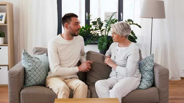 Cover Image for Senior Mother Talking To Adult Son at Home