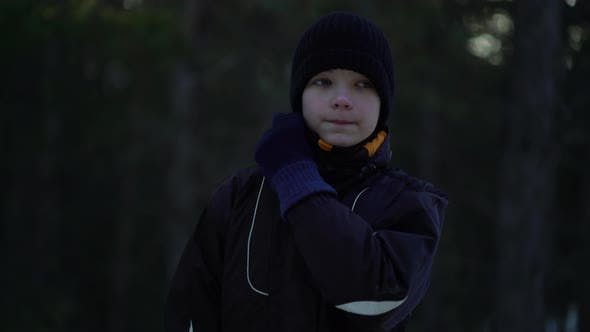 Cover Image for Young Male Athlete Jogging in Winter Woods