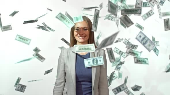Cover Image for Businesswoman Throwing Money