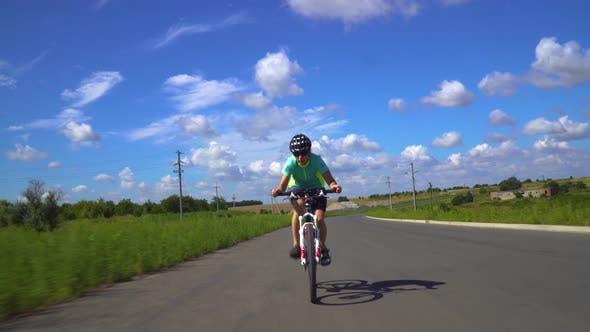 Thumbnail for Profi-Triathlet Radfahren Rennrad, Treten Rennrad, Sportkonzept