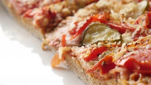 Nahaufnahme italienisches Essen mit Gemüse aus Triticum spelta Teig 4K 2160p 30fps UltraHD Filmmaterial -