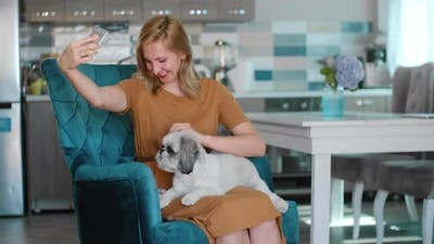 Woman Take Selfie with Cat and Dog Rbbro