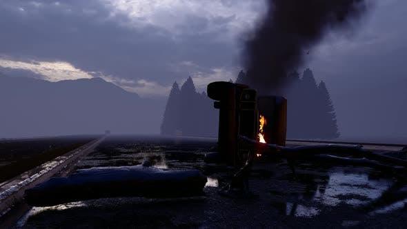 Alte militärische Ambulanz All-Terrain-Fahrzeug, das auf der Straße abgestürzt und verbrannt