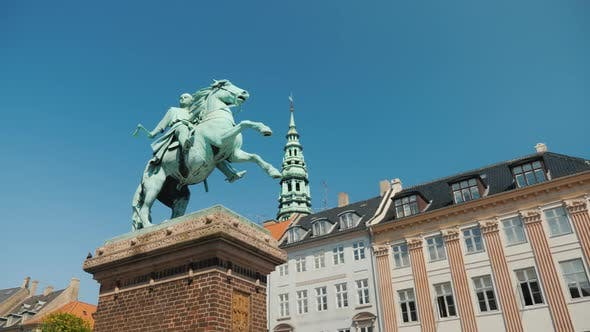 Thumbnail for Monument To Bishop Absalon - the Founder of Copenhagen on Hobro Square