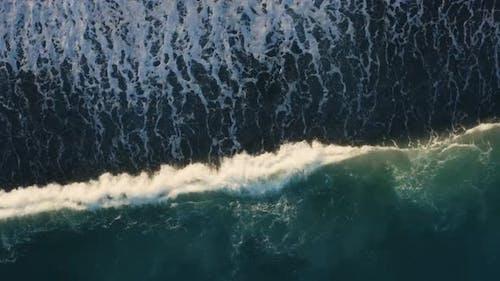 vertical of waves of ocean