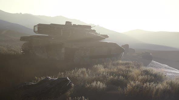 Thumbnail for alte rostige Panzer in der Wüste bei Sonnenuntergang