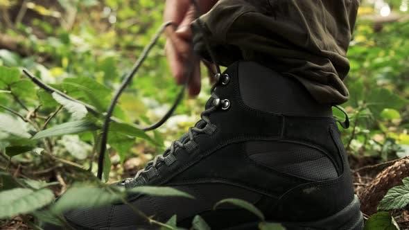Thumbnail for Seitenansicht eines Lederstiefels mit Schnürung. Nahaufnahme