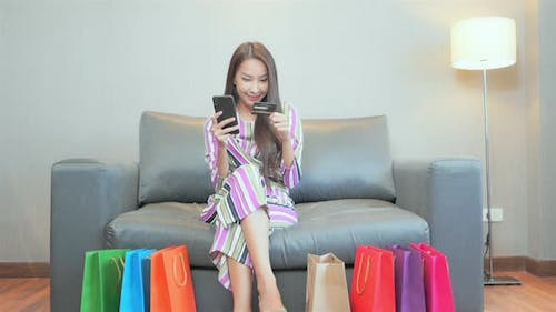 Woman use credit card for online shopping