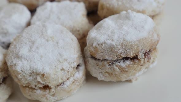 Thumbnail for Stapel von serbischen vanilice Urlaub Cookies 4K 2160p 30fps UltraHD Panning Footage - Tasty little vanil
