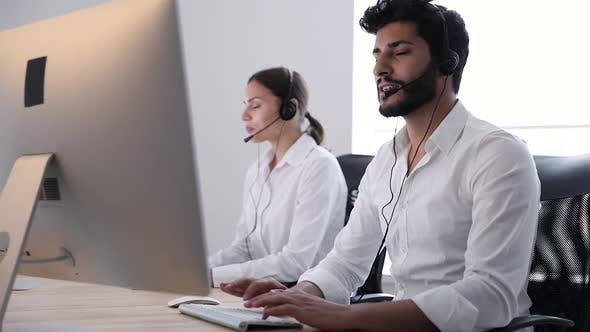 Contact Center Agent Consulting Customers Online