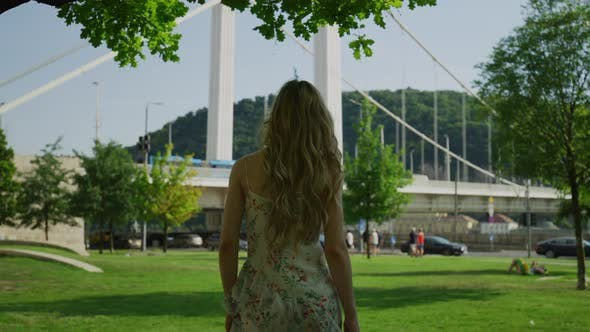 Thumbnail for Woman walking towards Elisabeth Bridge