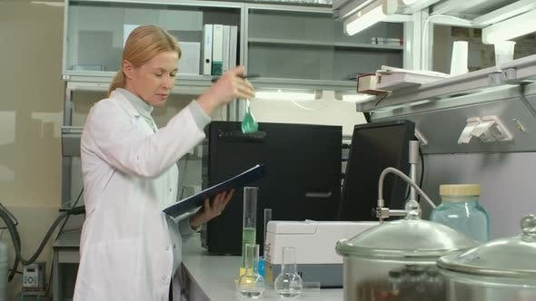 Thumbnail for Woman in Chemistry