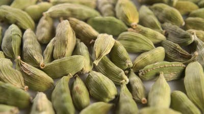 Green dry cardamom seeds