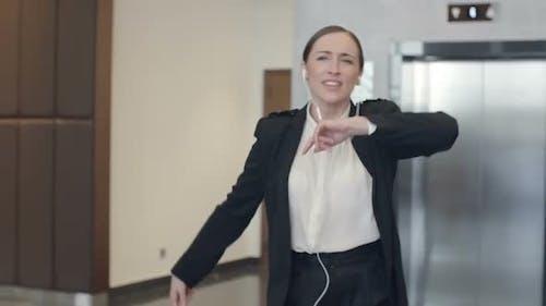 Verrückte Geschäftsfrau