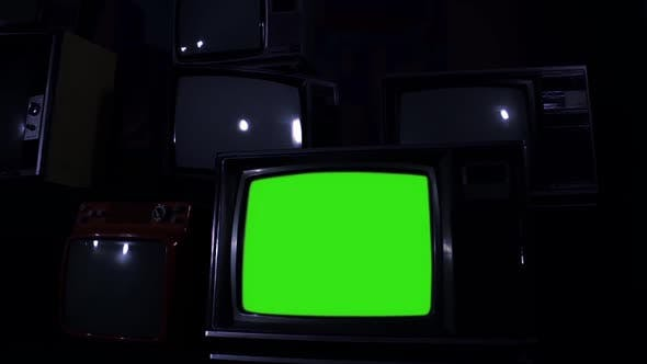 Cover Image for Old Tv with Green Screen. Night Tone.