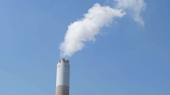 Thumbnail for Luftverschmutzung durch Rauch, der aus dem Fabrikkamin kommt