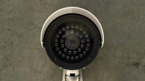 Sicherheits-CCTV-Kamera dreht sich und Scanbereich zu Überwachungszwecken