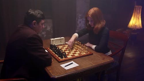 Lady Play Chess