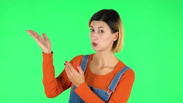Cover Image for Woman Talking and Pointing Side Hand for Something, Copy Space. Green Screen