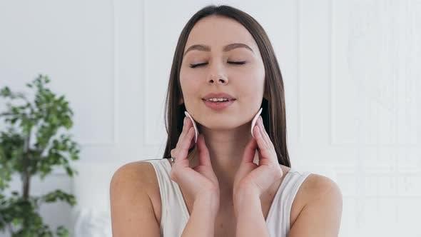 Thumbnail for Portrait of attractive brunette woman using cotton pads.