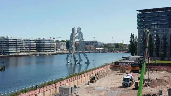 Forwards Fly to Molecule Man 30 Meters Height Sculpture on Spree River