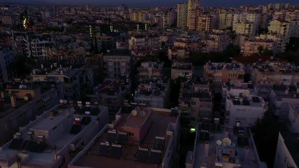 Stadtlandschaft bei Sonnenuntergang