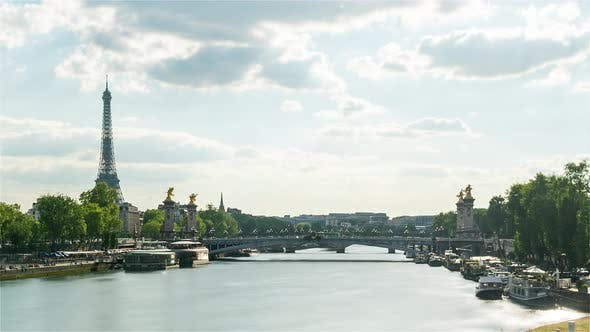 Paris France Timelapse / The Seine and the Eiffel Tower During the Day