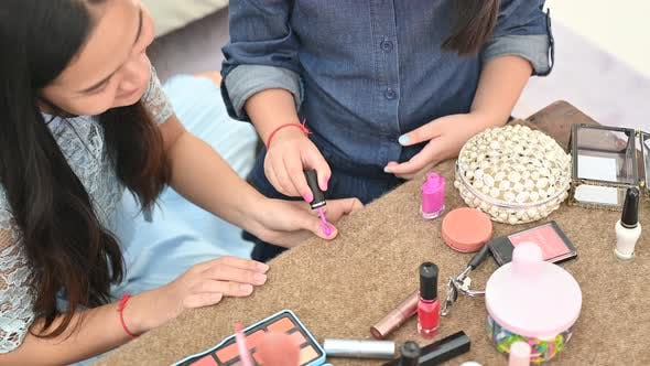 Hairdressing, makeup and beauty, women's leisure activities at home