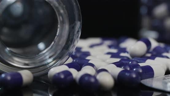 Thumbnail for Medizinische Tabletten und Pillen, Pharmaindustrie Gesundheitsmedikamente Kapseln Rotierend