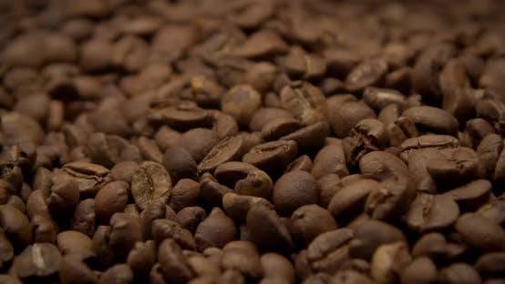 Eine Kaffeebohnen-Textur bewegt sich