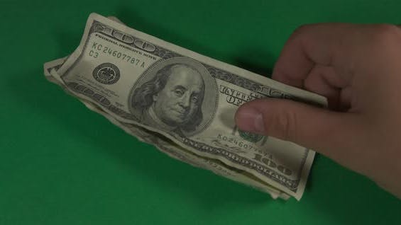 Thumbnail for Dollar. Amerikanisches Geld Nahaufnahme auf einem grünen Hintergrund Hromakey. 100 Dollar Scheine. Hundert