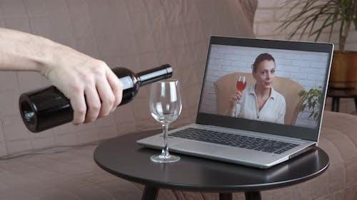 Trinken Sie Wein auf Distanz