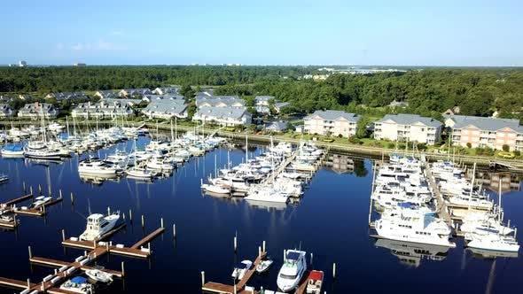 Thumbnail for Luftaufnahme des Küsten-Yachthafens in South Carolina.