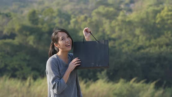 Cover Image for Woman holding paper bag