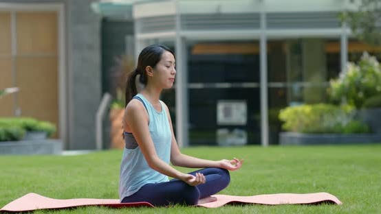 Cover Image for Woman do yoga at the park