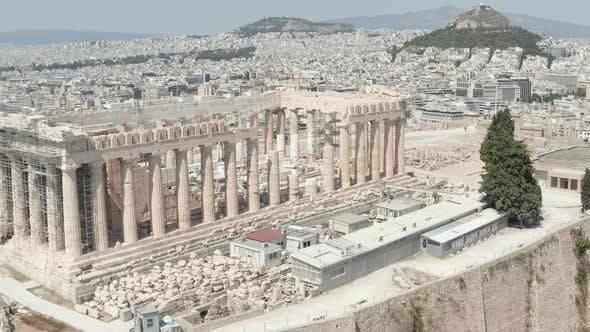 Thumbnail for Nahaufnahme Luftflug über die Akropolis auf dem Berg über Athen, Griechenland bei Tageslicht