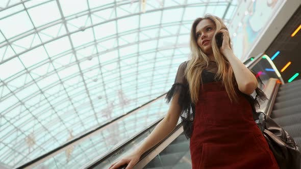 Cover Image for Woman Using Smartphone in Shopping Mall Close Up Shot  Stock Video
