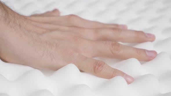 Thumbnail for Pressen Memory Foam Peak und Tal Matratze Slow-mo 1080p HD Video - Orthopädische übertrieben ins