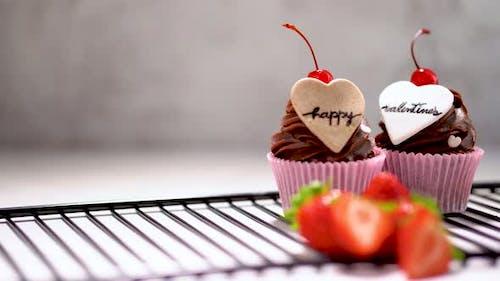 Happy Valentine's day cupcake tilt down