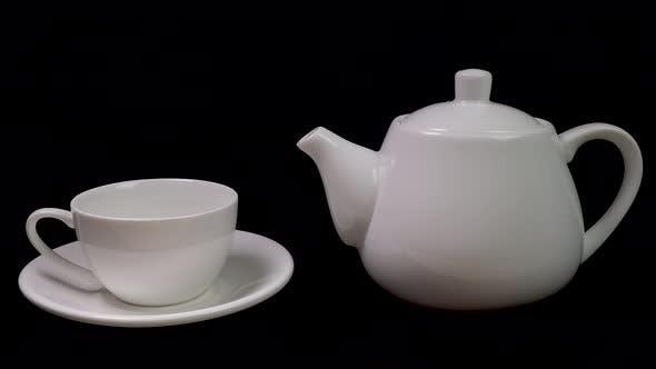 Thumbnail for Teekanne Gießen Tee in eine Tasse