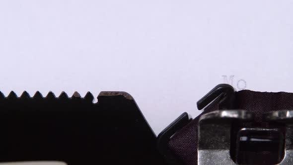 Thumbnail for Wort-Motivation wird auf einem Blatt einer Schreibmaschine gedruckt. Nahaufnahme