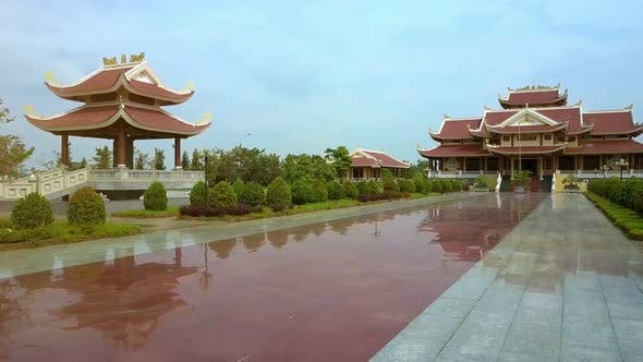 Cover Image for Drone Moves Up Above Temple with Red Pagodas and Clear Pool