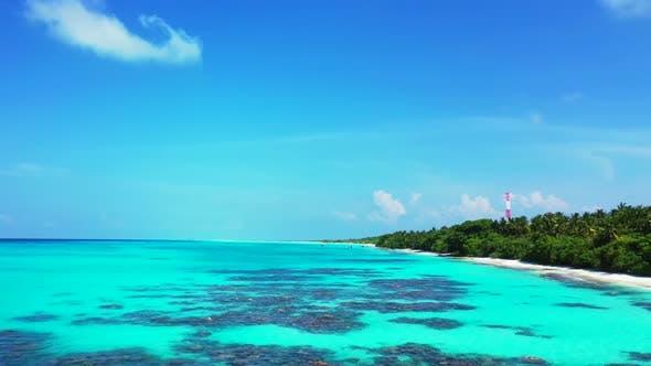 Thumbnail for Lufttourismus des idyllischen Strandurlaubs am Meer durch transparentes Wasser mit hellem Sandhintergrund von