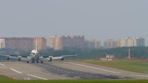 Huge Airliner Braking Runway