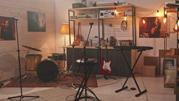 Music Studio In Cozy Garage