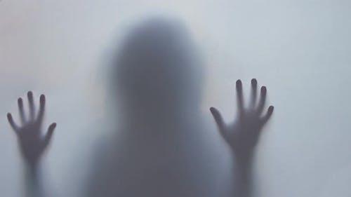 Horrorthriller-Schatten-Silhouette, Frau getötet Angst
