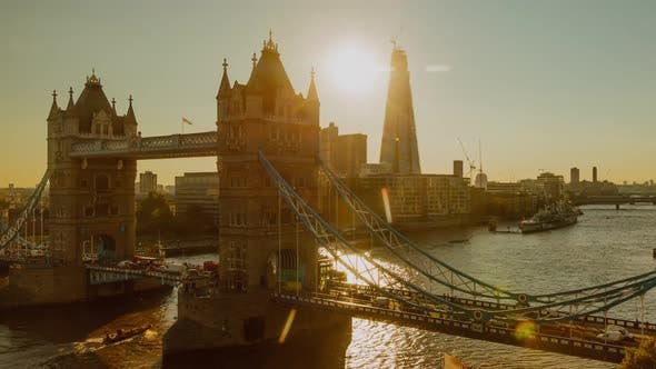 Thumbnail for Zeitraffer der historischen Tower Bridge in London England