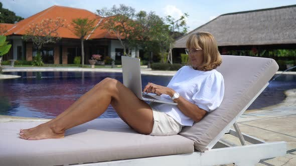 The Business Lady on a Vacations